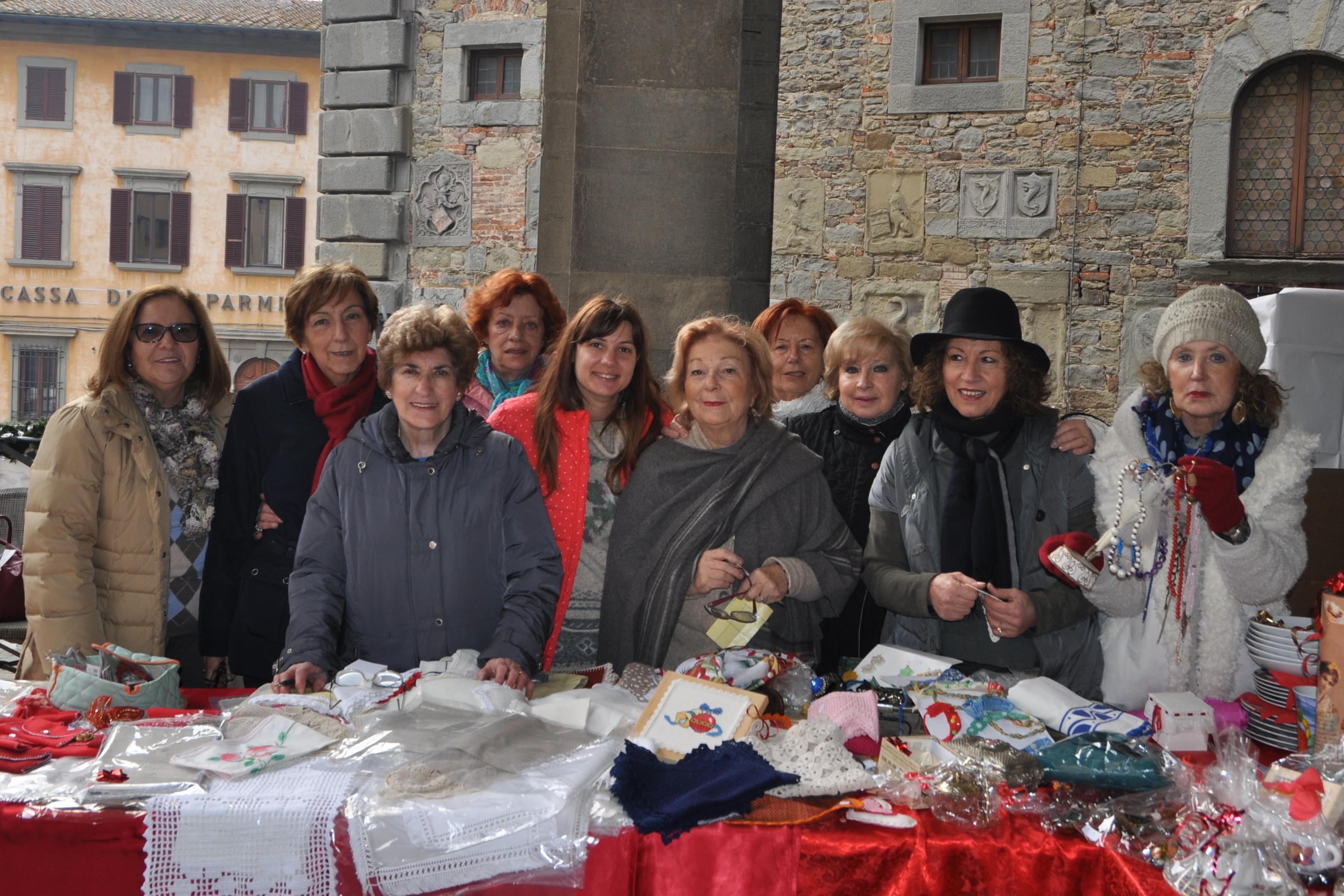 I volontari di AVO ai mercatini di natale cortonesi
