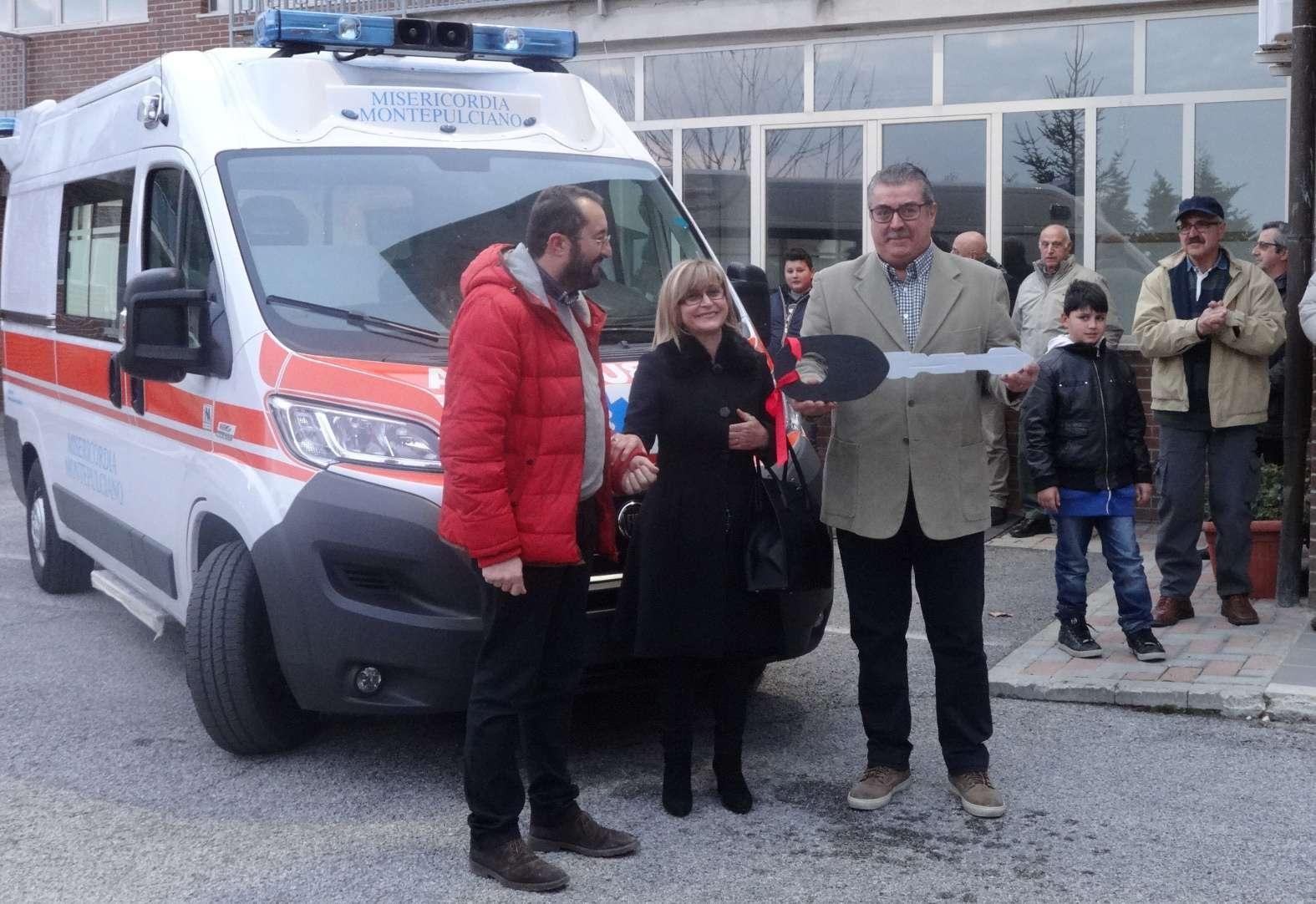 Montepulciano, la famiglia Giannini - Santinelli dona un'ambulanza alla Misericordia