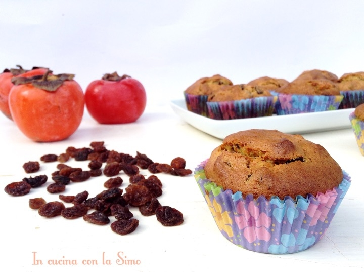 Muffin con cachi e uvetta