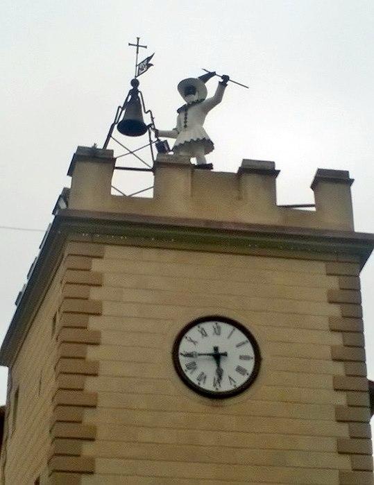 L'automa del Pulcinella a Montepulciano è tornato a scandire il tempo