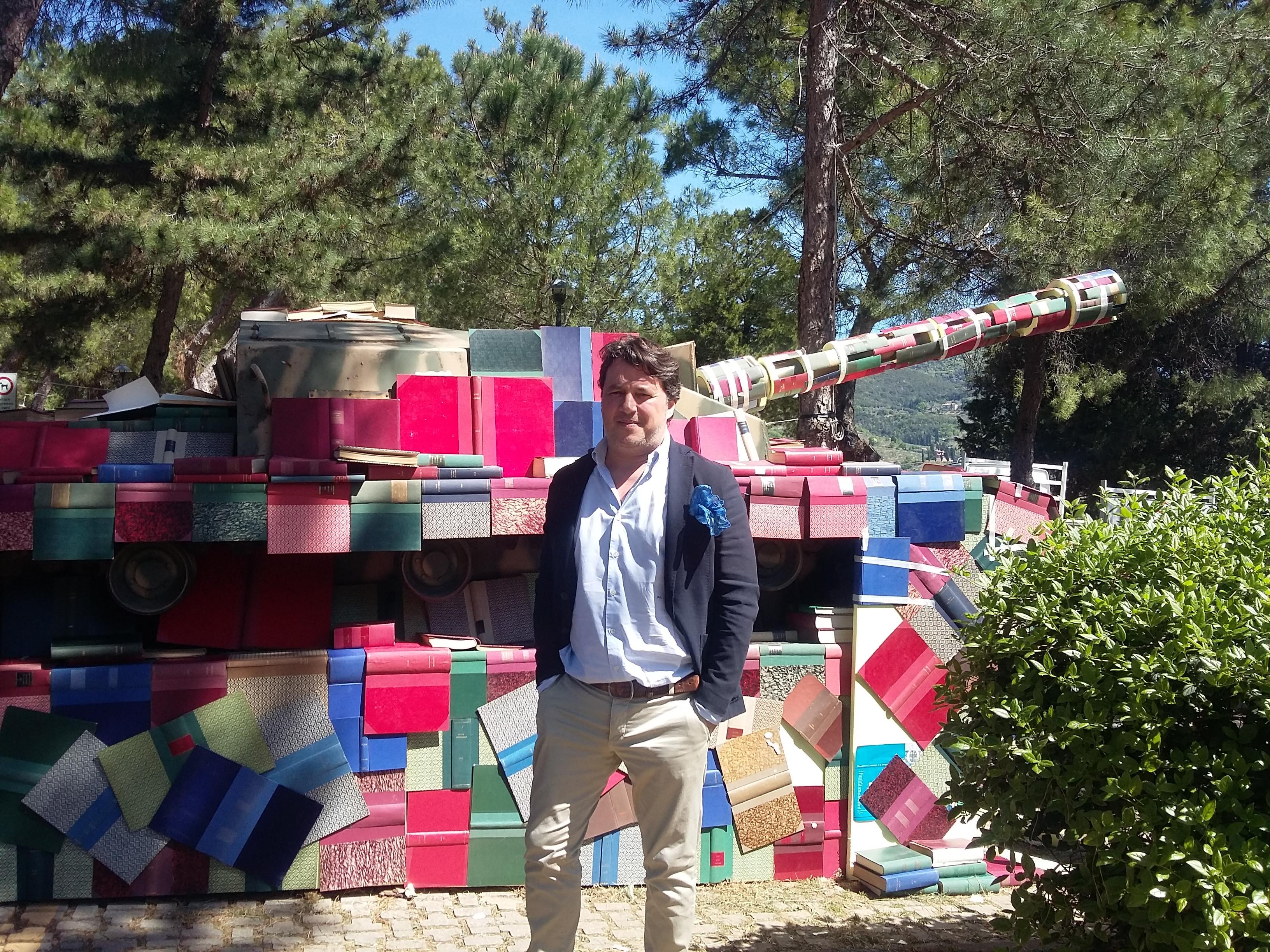 Un 25 Aprile diverso a Castiglion Fiorentino, col carrarmato tappezzato di libri