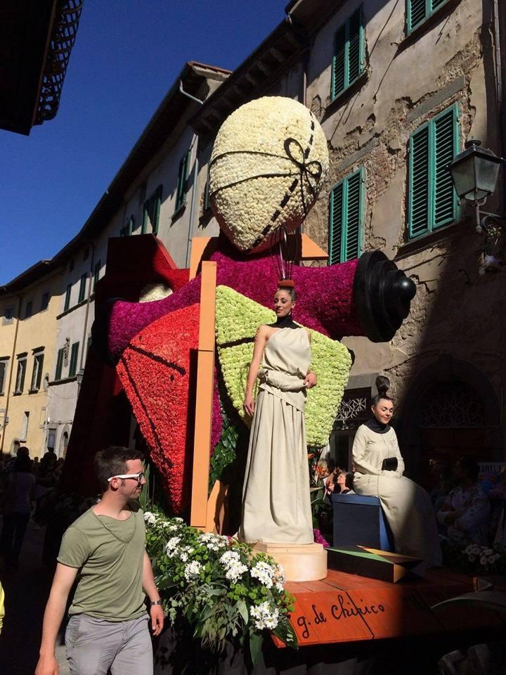 Il rione Porta San Giusto trionfa nella Maggiolata dei record