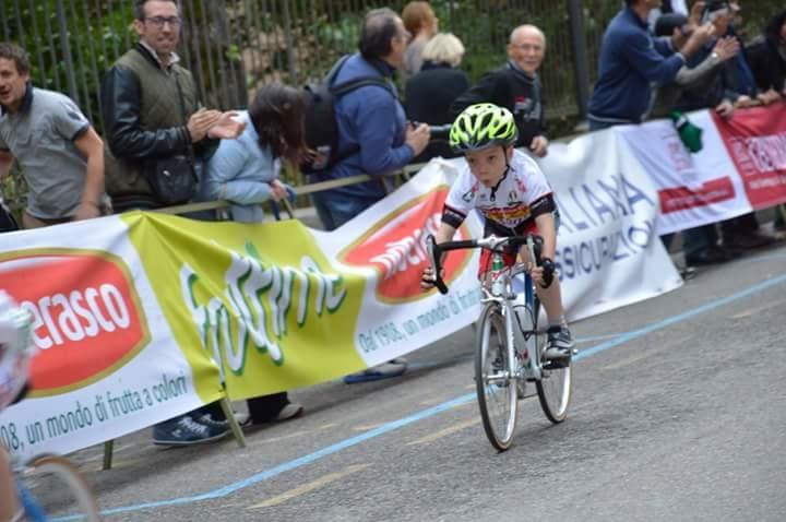 Ciclismo: il piccolo Tommaso Roggi vince a Sant'Andrea a Pigli