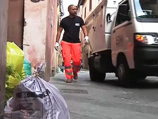 Monte San Savino, differenziata al 70%, domani riprende la distribuzione dei sacchetti