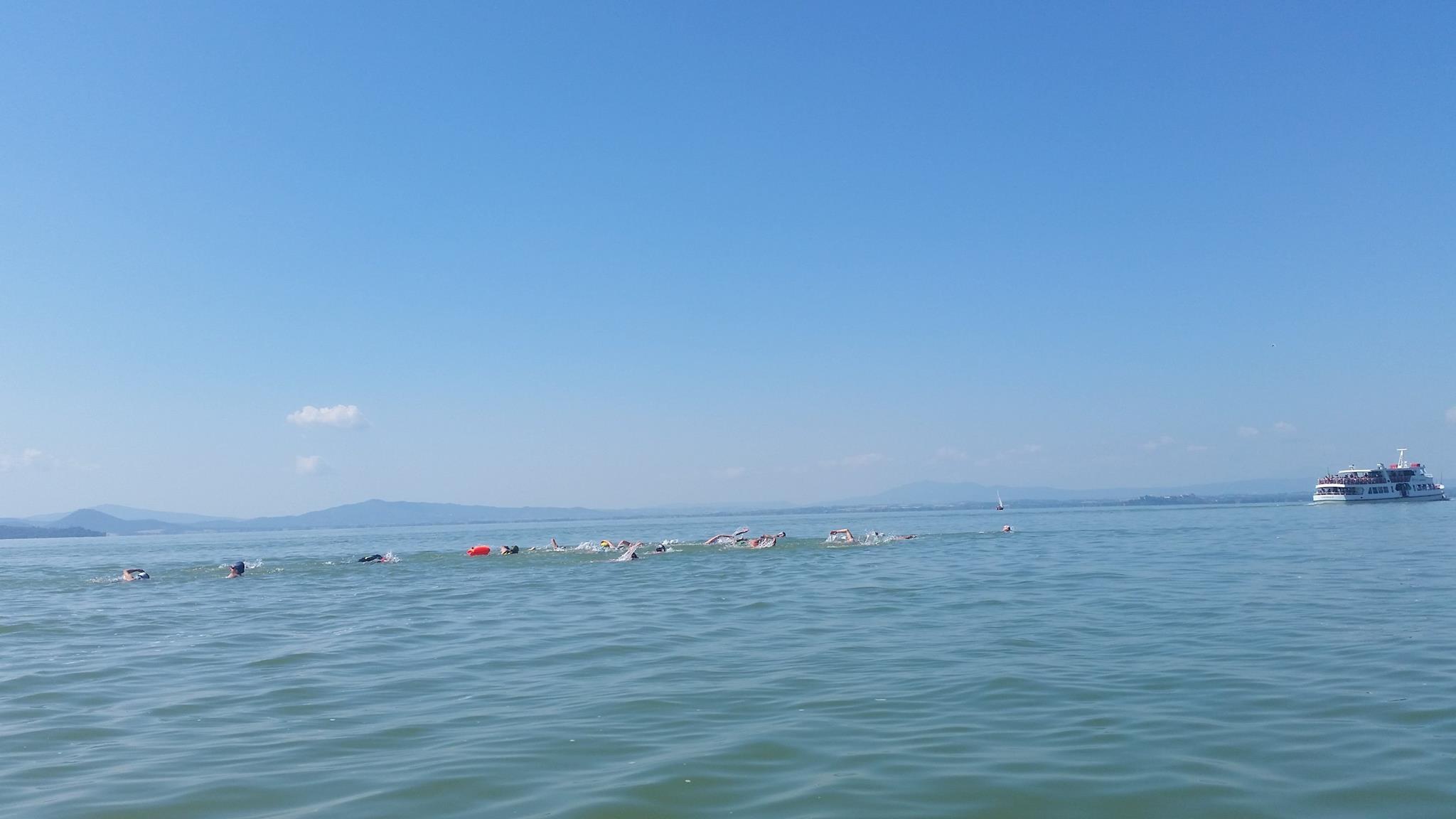 'Nuota il Trasimeno', un successo e una bella giornata di sport