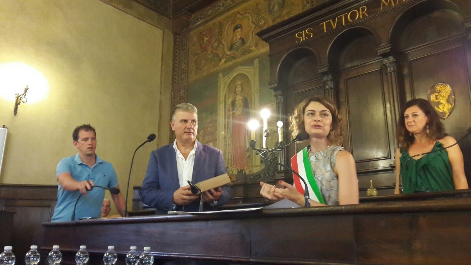 Il Comune di Cortona premia Giovanni Briganti