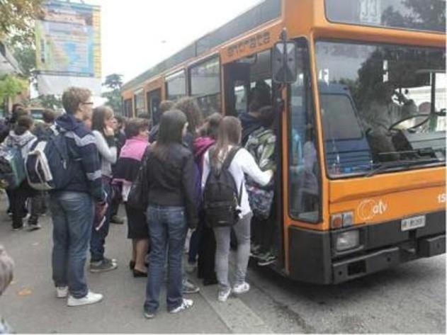 Studenti pendolari: via al biglietto e abbonamento unico fra Toscana e Umbria