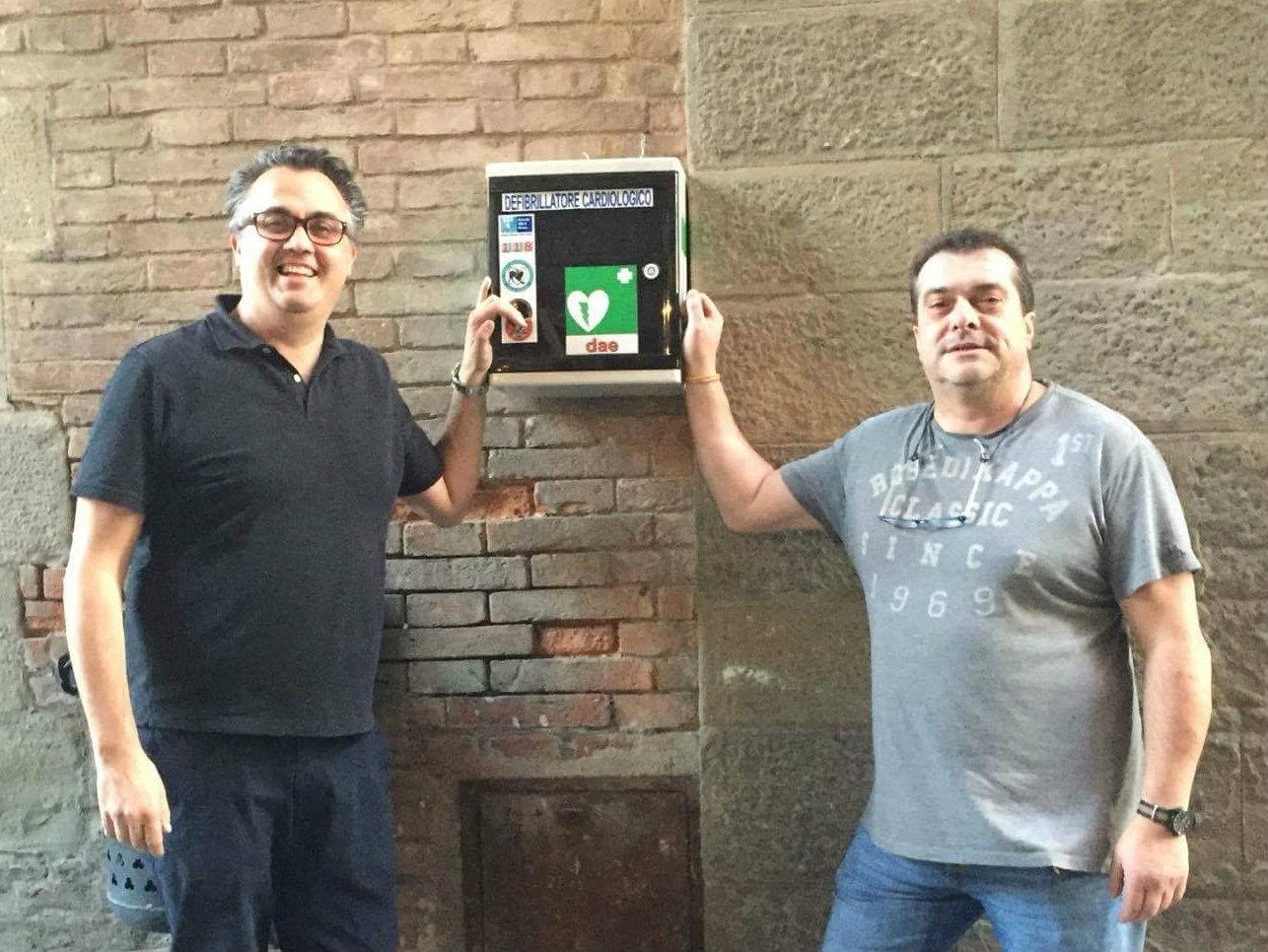Quattro defibrillatori a Cortona grazie a commercianti e Amici di Vada