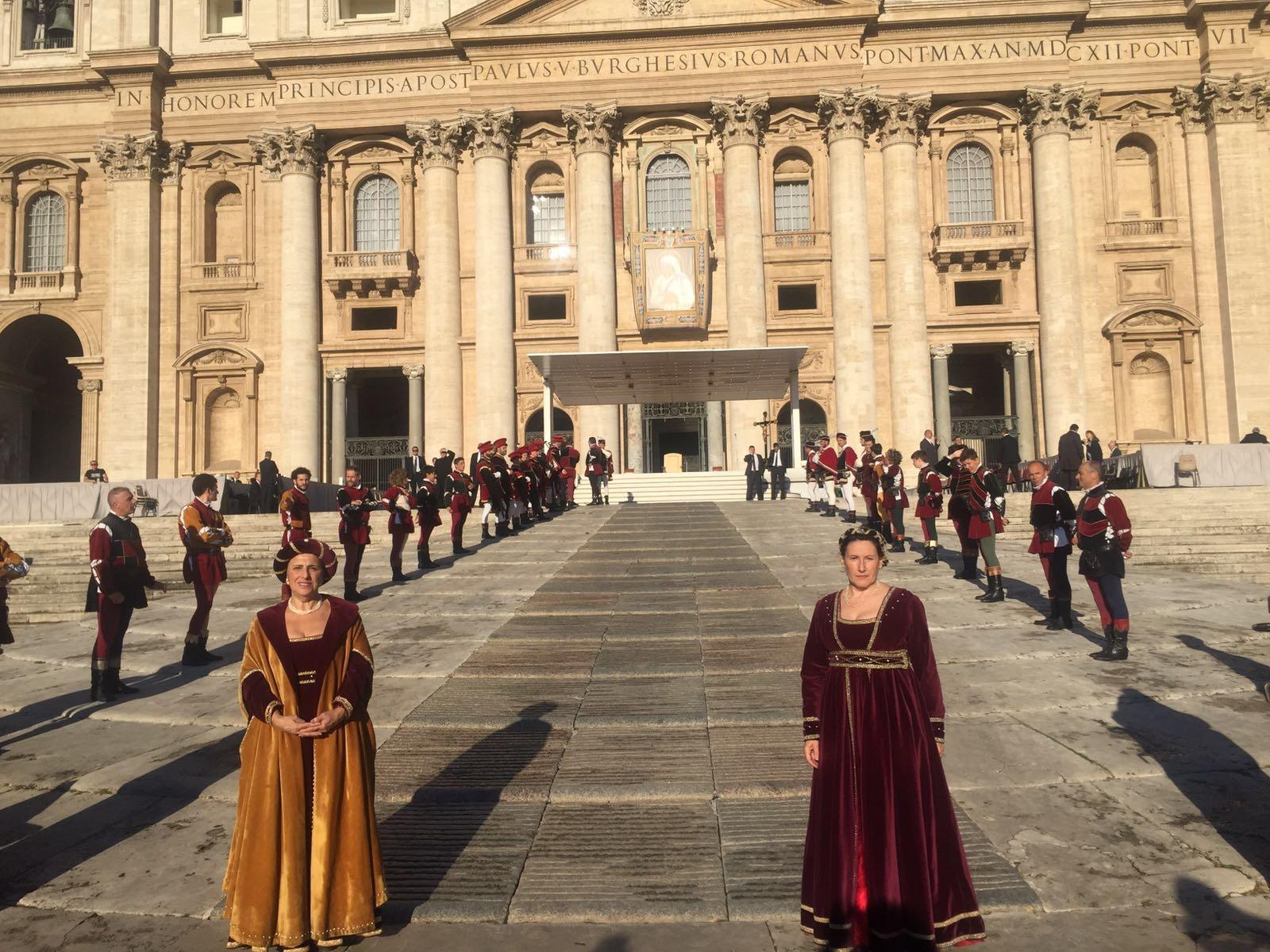 Il Gruppo Storico e gli Sbandieratori di Castiglion Fiorentino ricevuti in Vaticano
