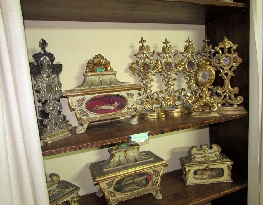 La Collegiata di San Giuliano impreziosita da una raccolta di reliquie di Santi