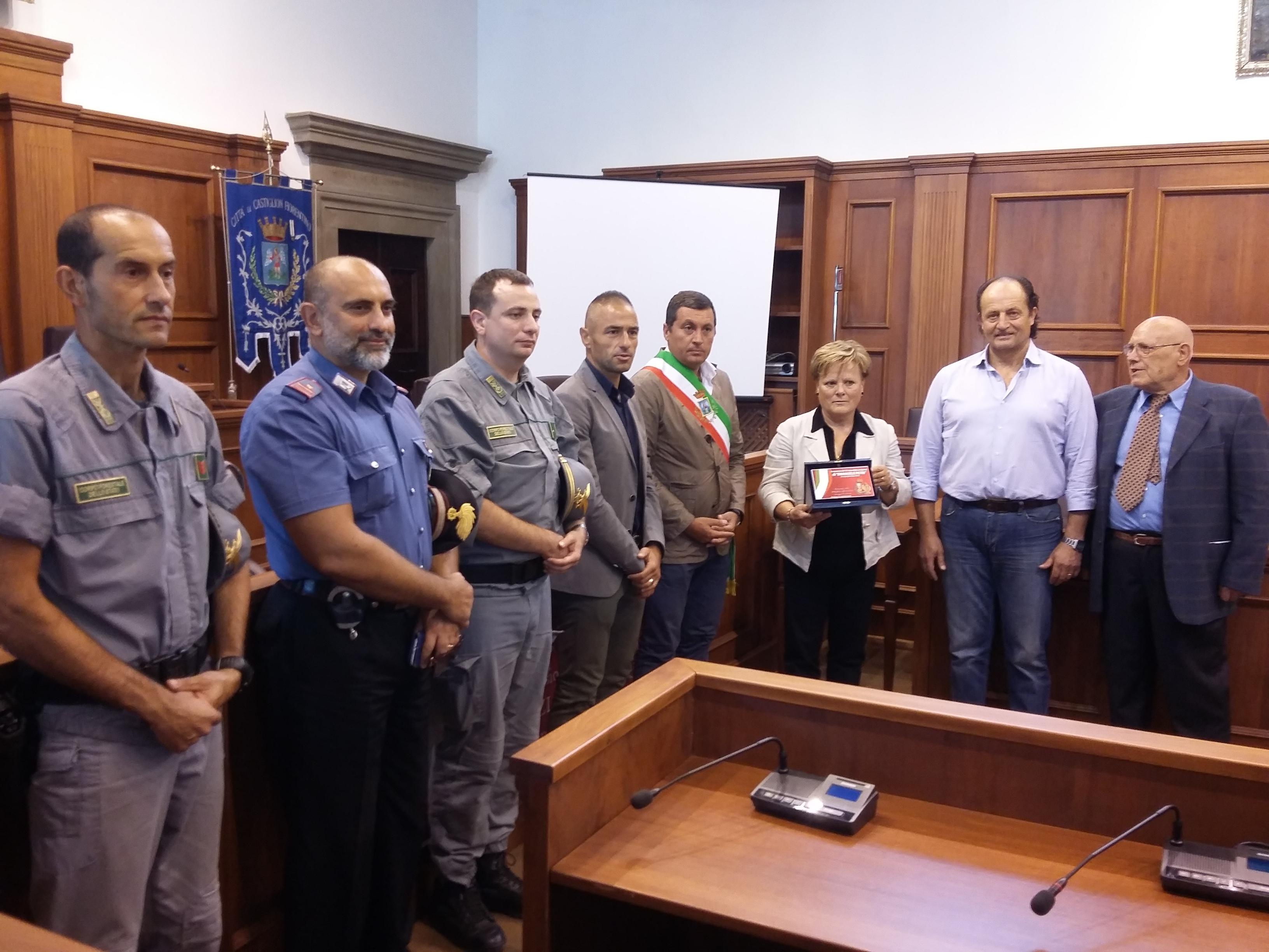 I Poliziotti in pensione omaggiano la vedova e il fratello di Emanuele Petri