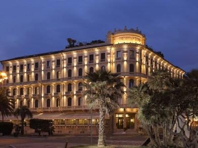 IL GRAND HOTEL PRINCIPE DI PIEMONTE DI VIAREGGIO SEDUCE ANCORA OGGI LA FANTASIA DEI SUOI OSPITI PER LA SUA ELEGANZA