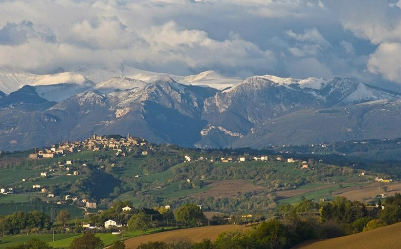 Due geometri del Comune di Monte San Savino al lavoro nelle zone del terremoto