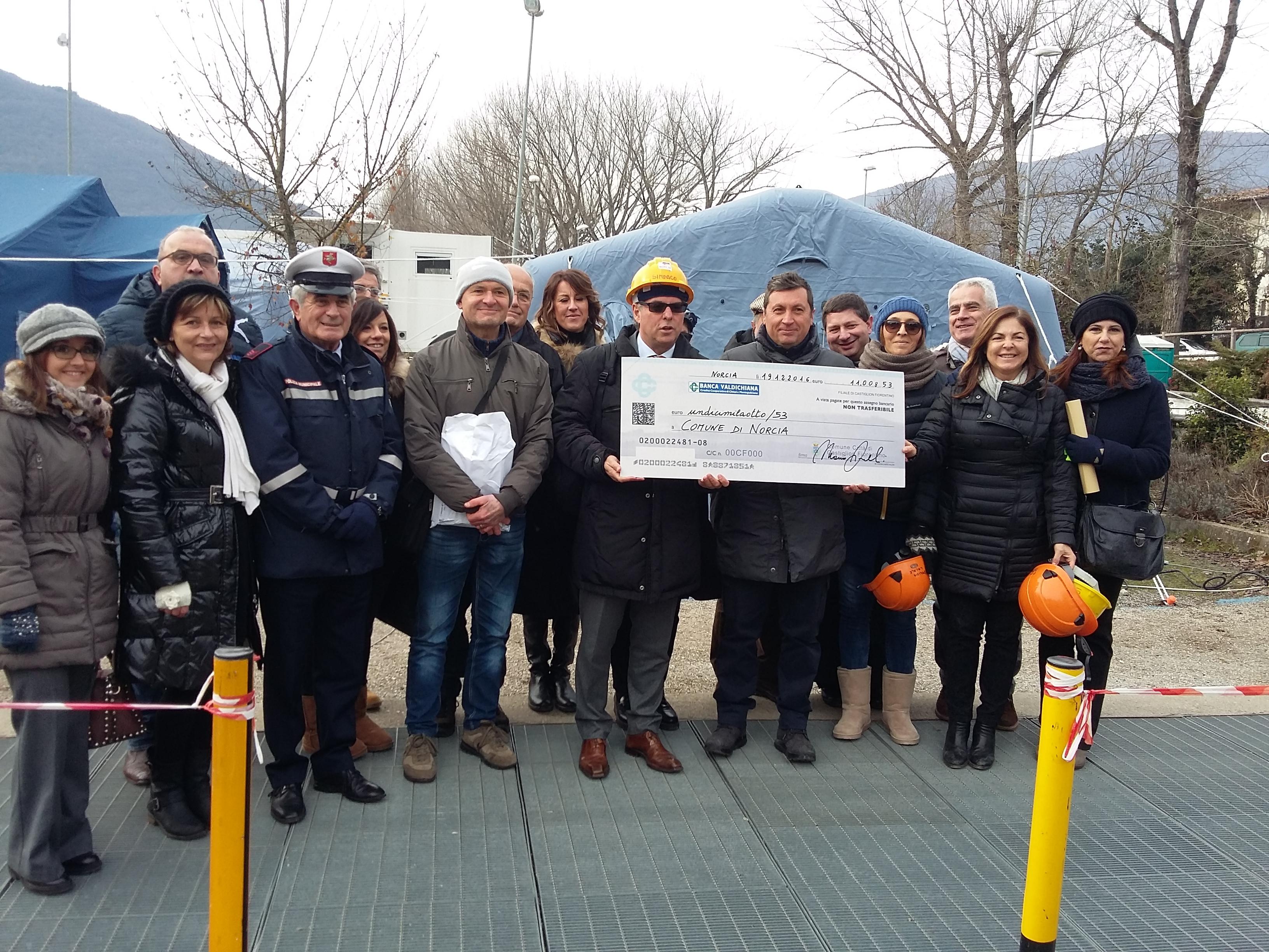 Castiglion Fiorentino in visita a Norcia: consegnati 11mila euro