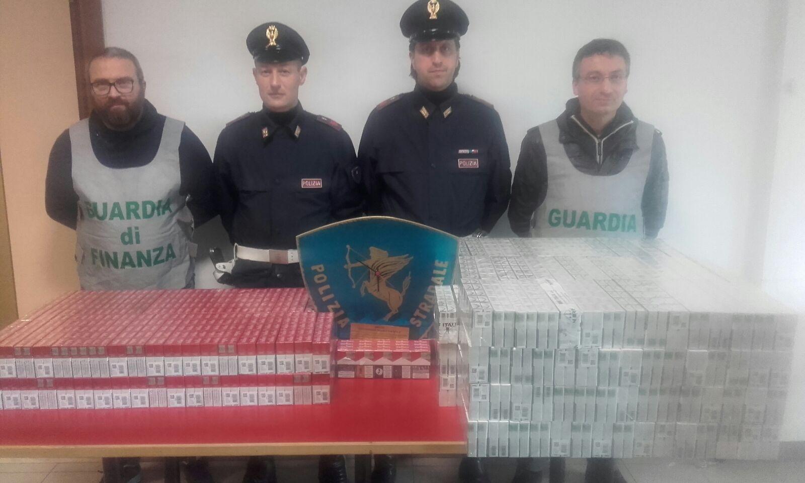Maxi sequestro di sigarette di contrabbando lungo la A1, due arresti