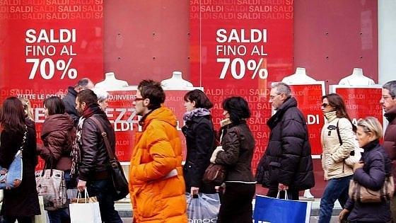 Saldi, Confesercenti prevede una spesa media di 300 euro a famiglia dopo un Natale deludente