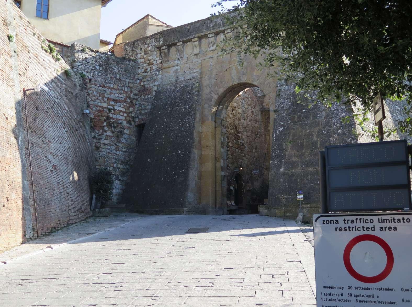 Montepulciano, in corso l'installazione delle nuove telecamere per la ZTL