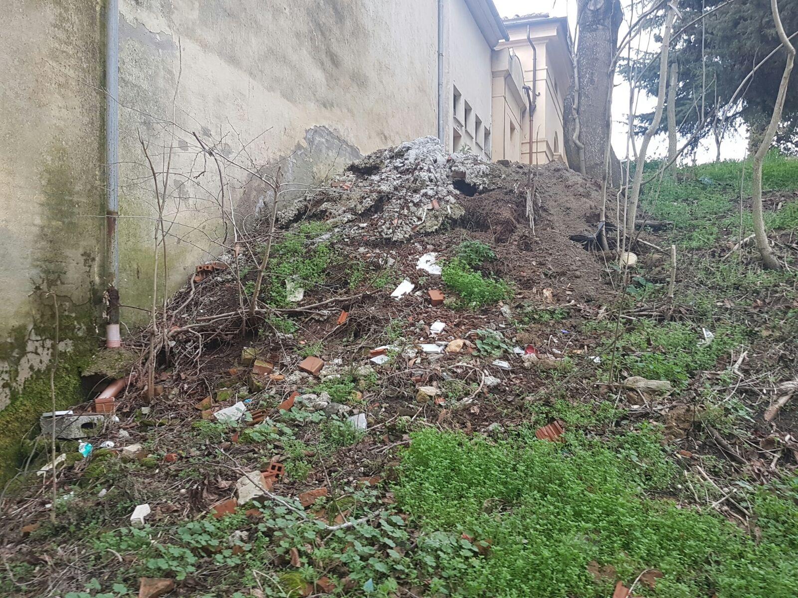 Lega Nord segnala situazione di degrado nei pressi del Cimitero di Foiano