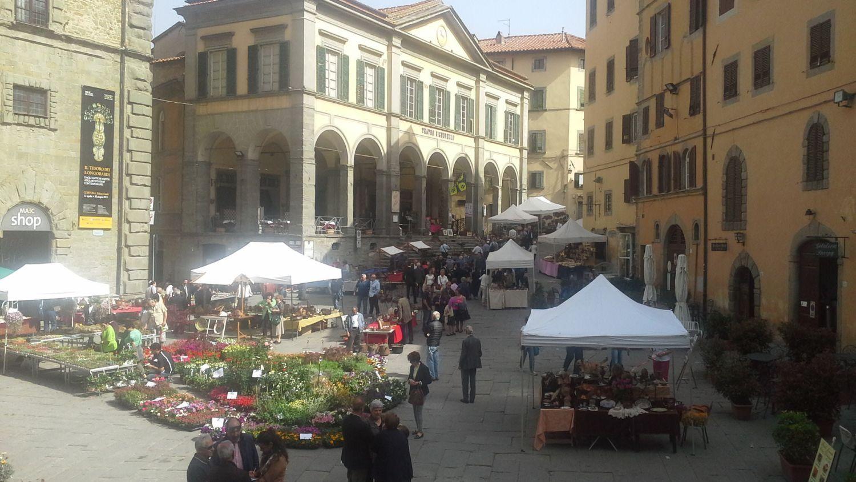 A Cortona la Fiera del Rame e del Fiore con la novità del Coccio