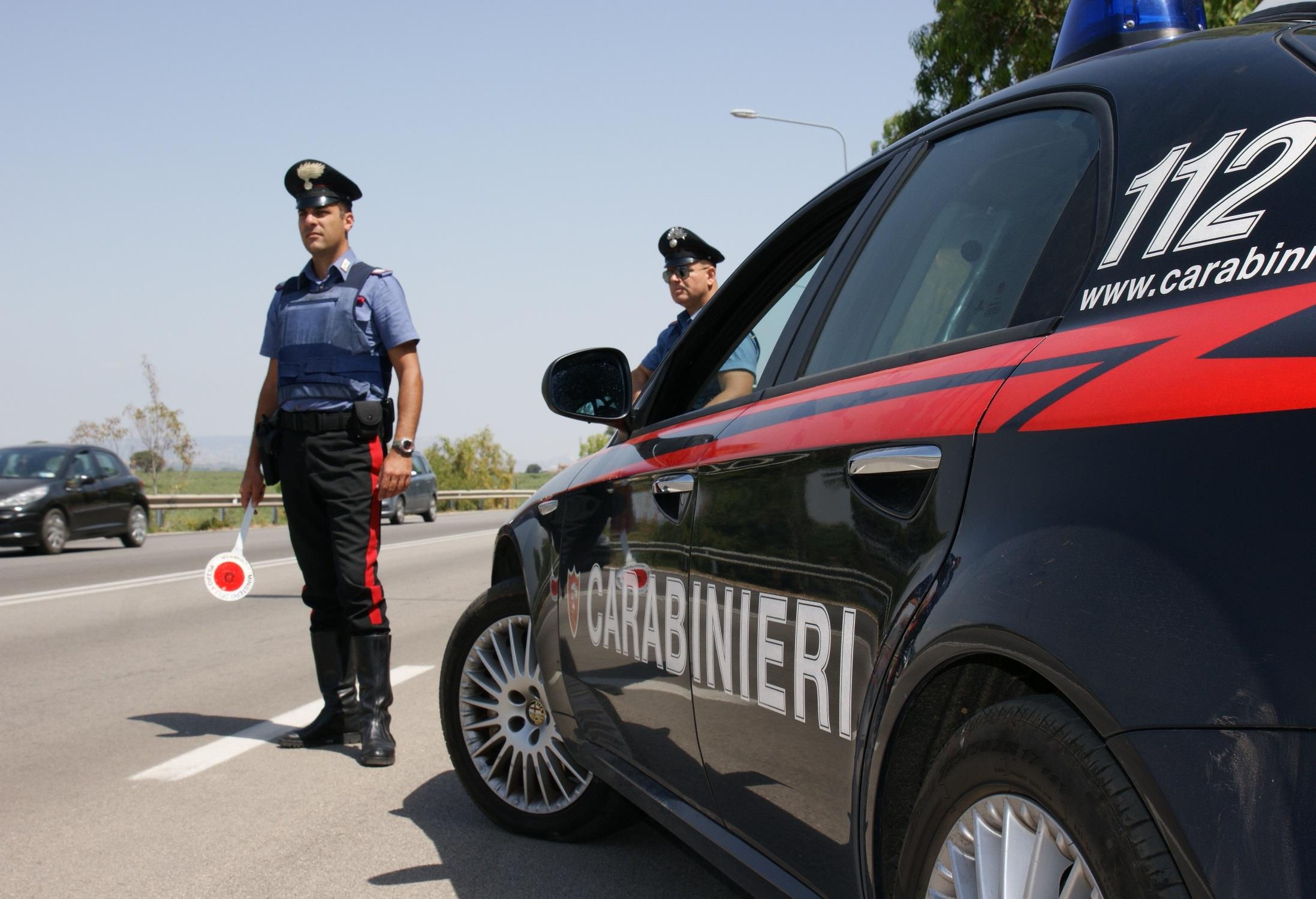 Carabinieri recuperano refurtiva rubata in un'auto