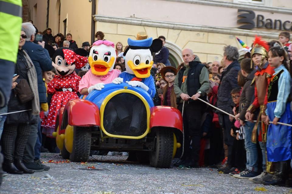 La Parata Valdichiana Disney porta un sorriso nelle zone del terremoto