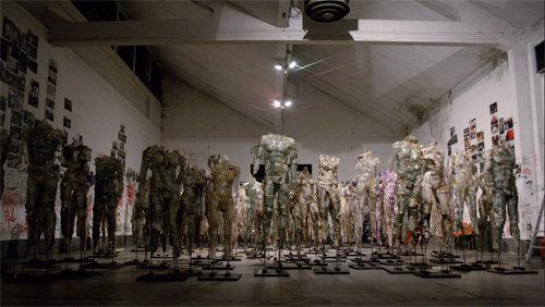 Davide Dall'Osso, lo scultore delle scenografie di Sanremo, espone a Cortona