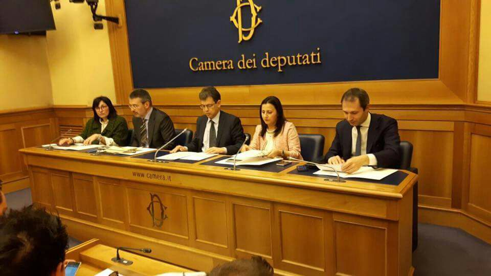 La maggiolata presentata alla camera dei deputati for Deputati alla camera