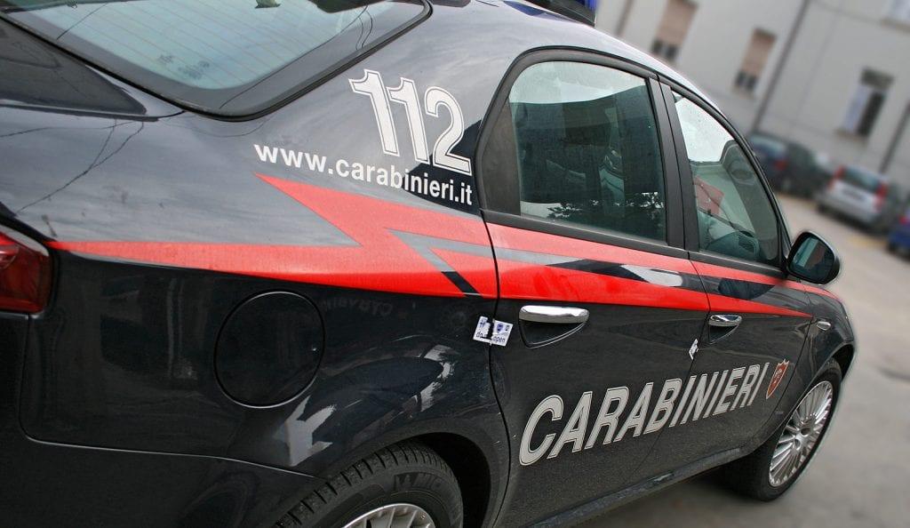 Minaccia figlia ed ex moglie con un coltello, 48enne arrestato dai Carabinieri