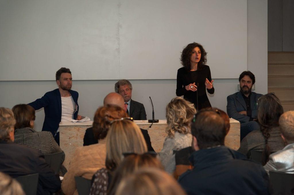 Roberto Ghezzi presenta il catalogo della sua mostra