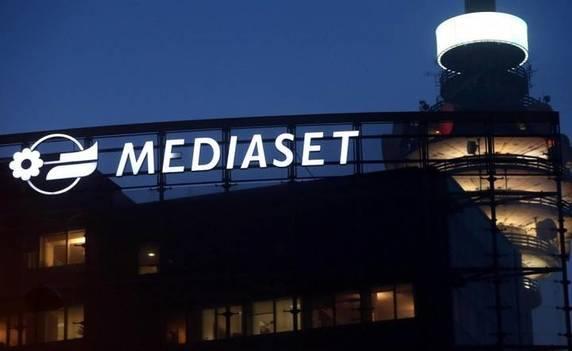 Cortona, selezione per programma Tv Mediaset. Camper in Piazza Garibaldi