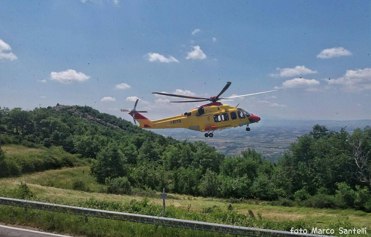 70enne cade dal trattore e muore: è successo a Teverina