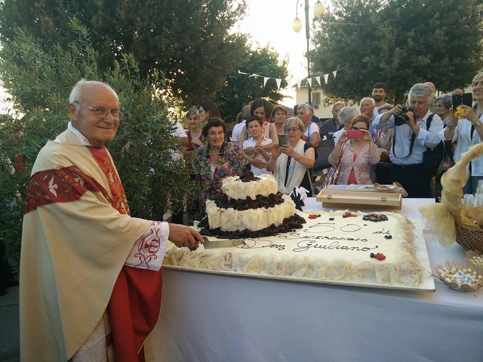 50 anni di sacerdozio di Don Giuliano Faralli, una grande festa e gli auguri speciali di Pieraccioni