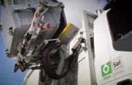 Se la prende col camion dei rifiuti: denunciato 30enne