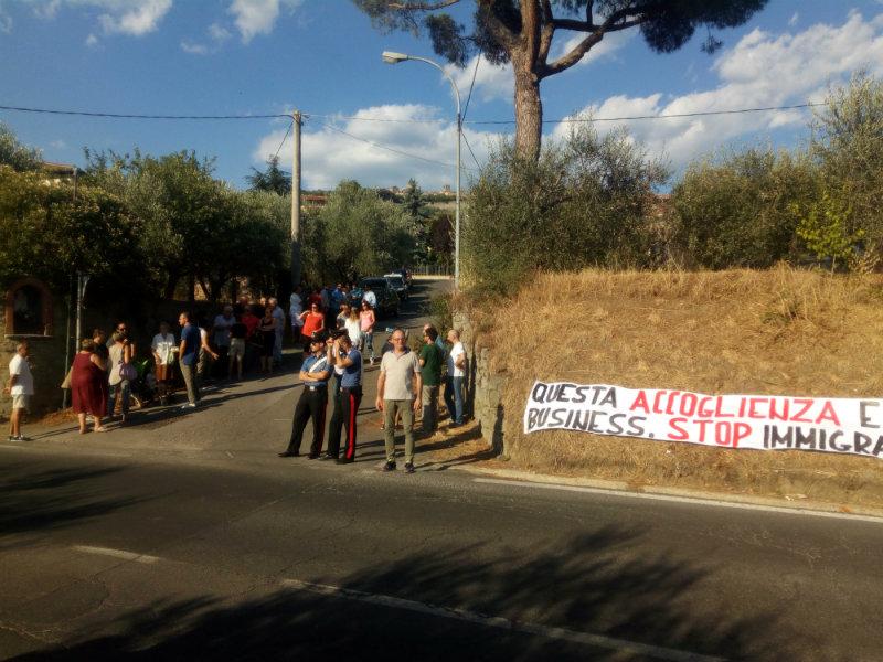 Presidio anti-migranti alle Piagge, residenti e forze politiche contro il