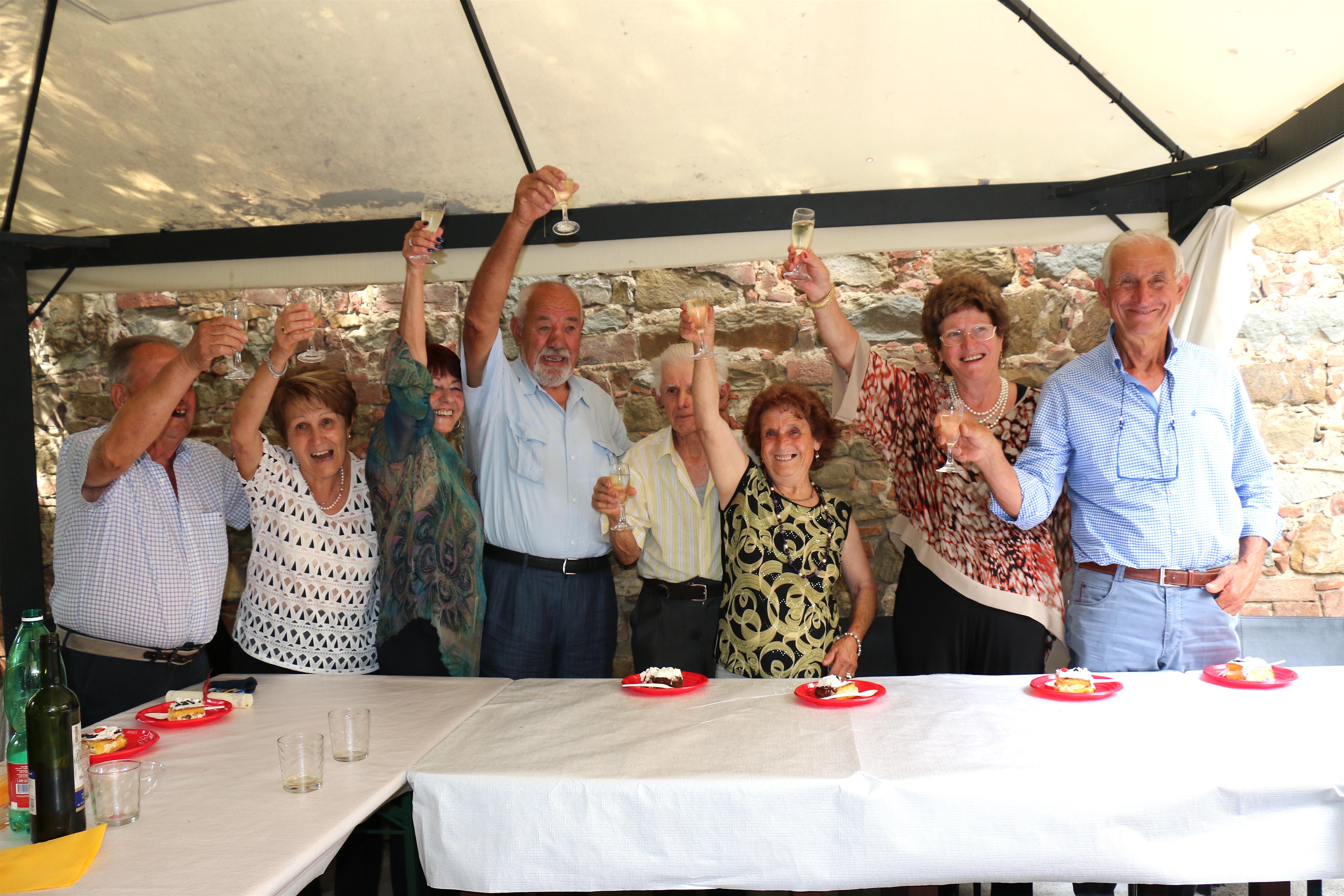 Nozze d'oro al Circolo Auser di Lucignano, una bellissima tradizione