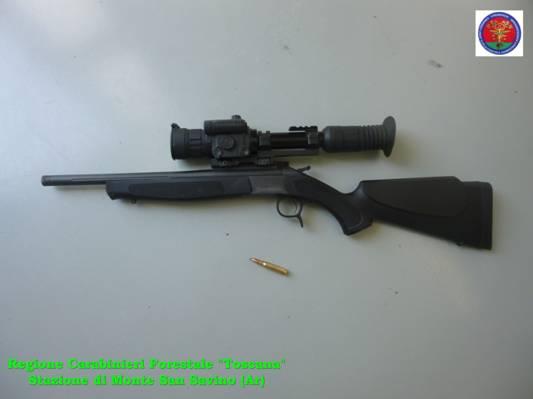 Fermato bracconiere dai Carabinieri Forestali per caccia al cinghiale in periodo di divieto
