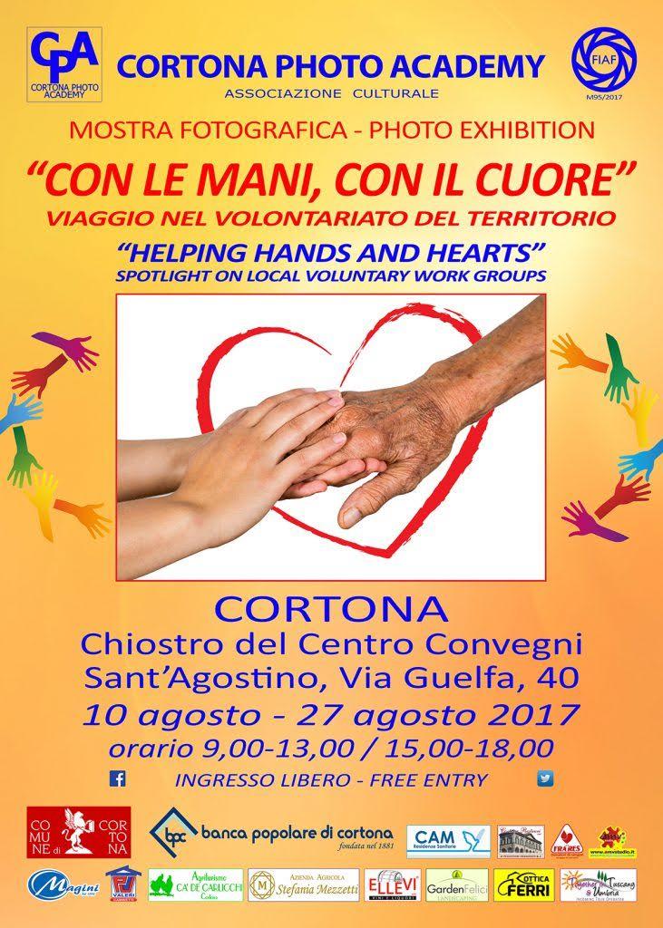 Con le mani, con il cuore: a Sant'Agostino una mostra fotografica dedicata al volontariato