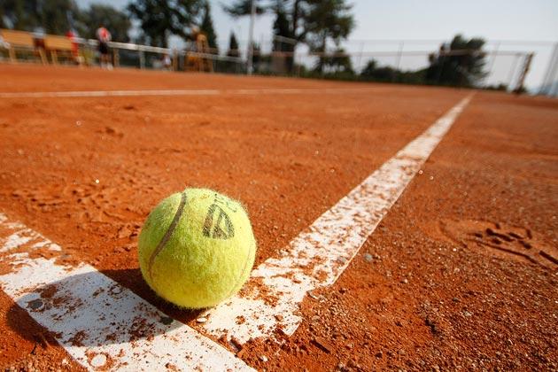 Tennis Club Cortona, nuovo campo da beach e una targa in memoria di Spartaco Vannucci