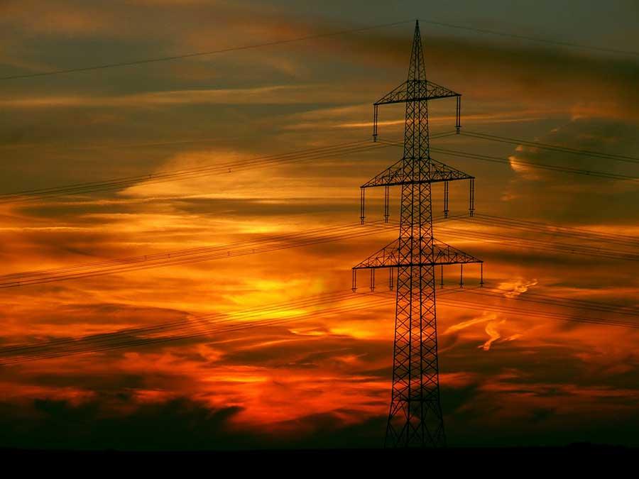 Le utilities ricorrono al recupero crediti: le difficoltà per gli italiani di pagare acqua, luce, gas