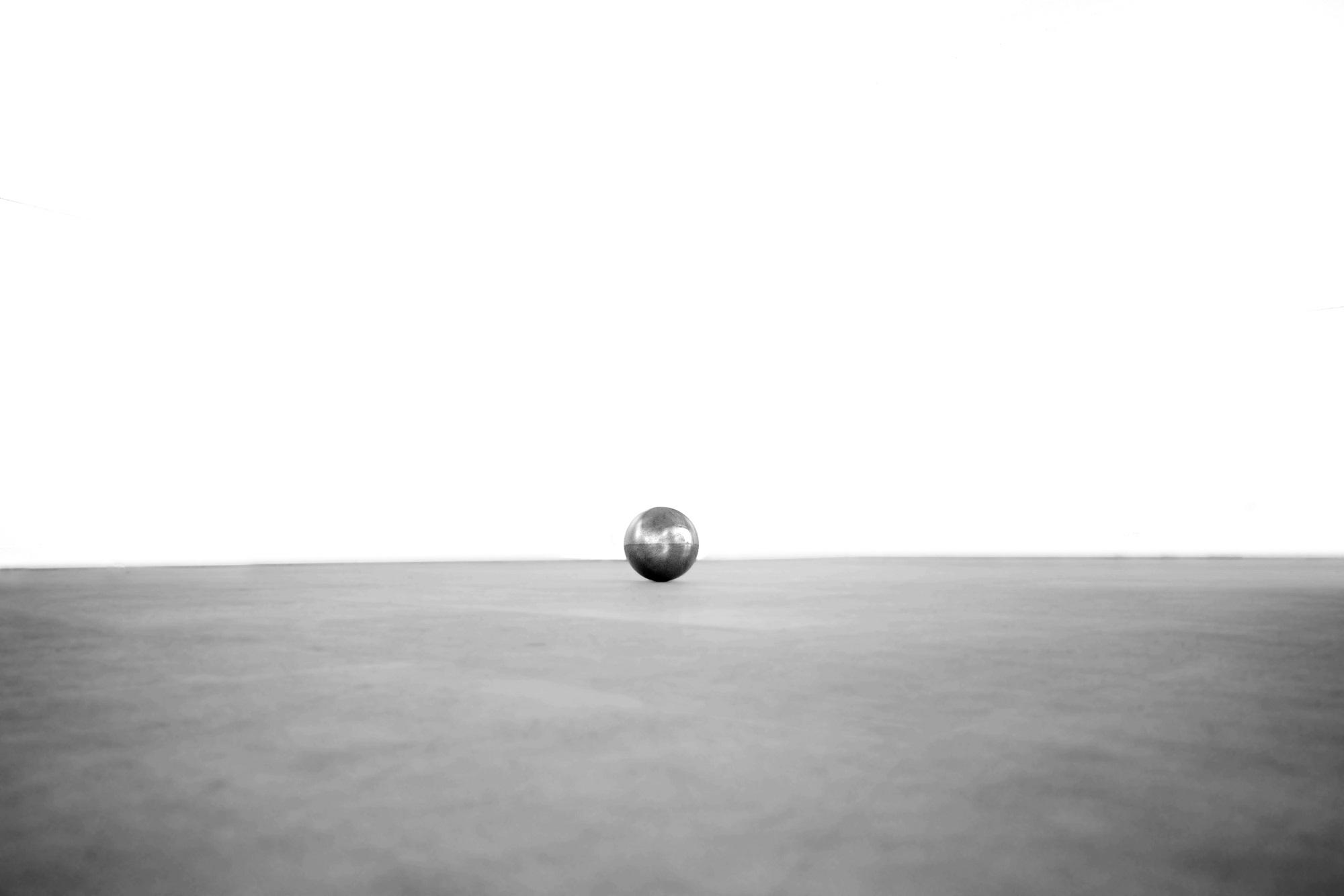 Alessandro Bernardini, Strike, 2017, sfera di acciaio, 10 cm