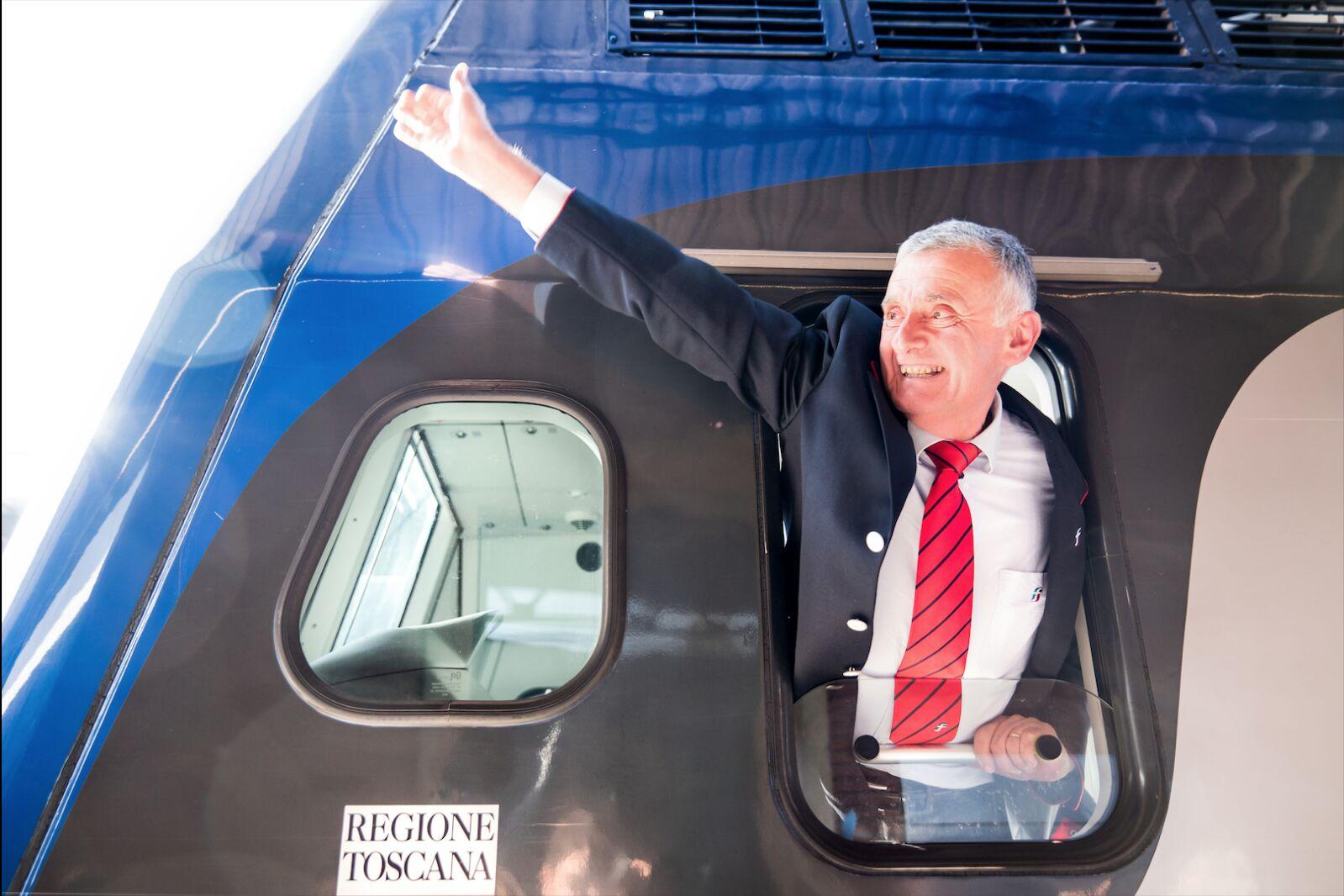 Santino Gallorini va in pensione, la Filarmonica lo omaggia alla Stazione
