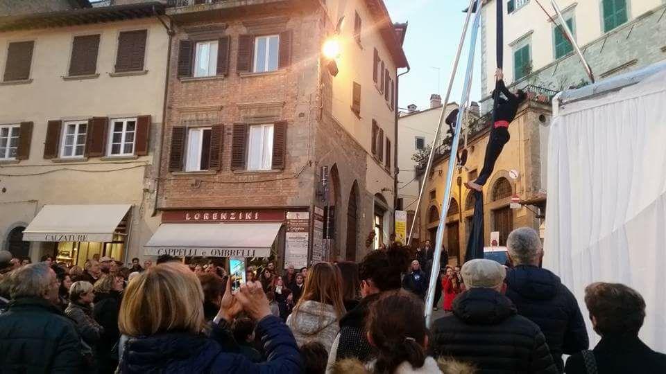 A Cortona si accendono le luci del Natale