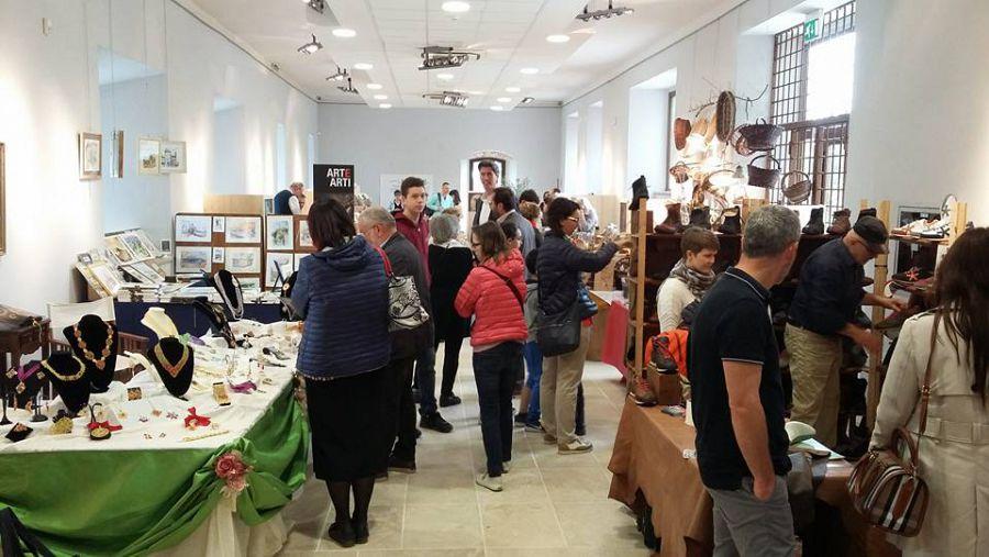 Via alla Mostra dell'Artigianato a Montepulciano