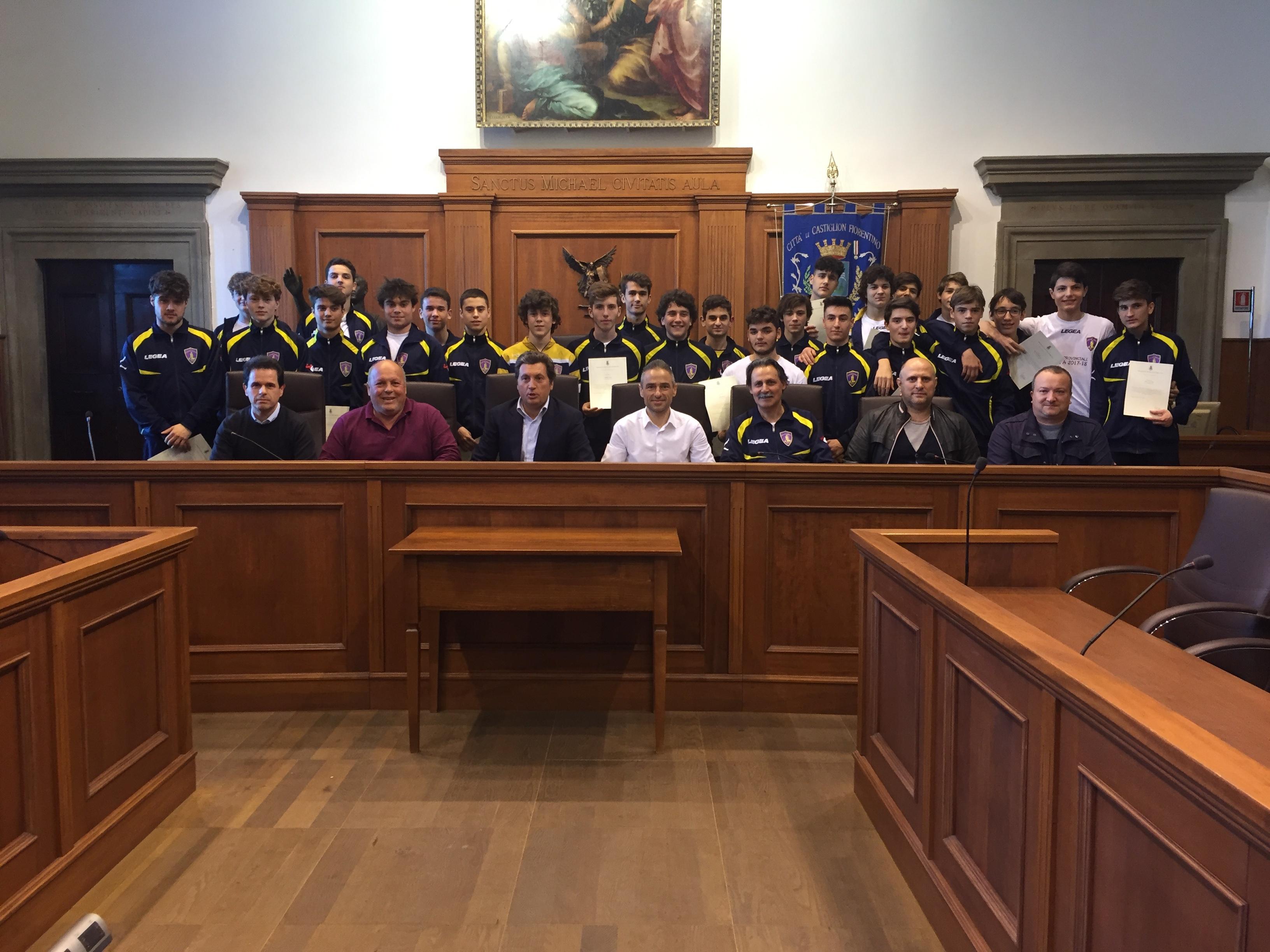 Allievi della Castiglionese ricevuti in comune dopo la vittoria del Campionato Provinciale under 18