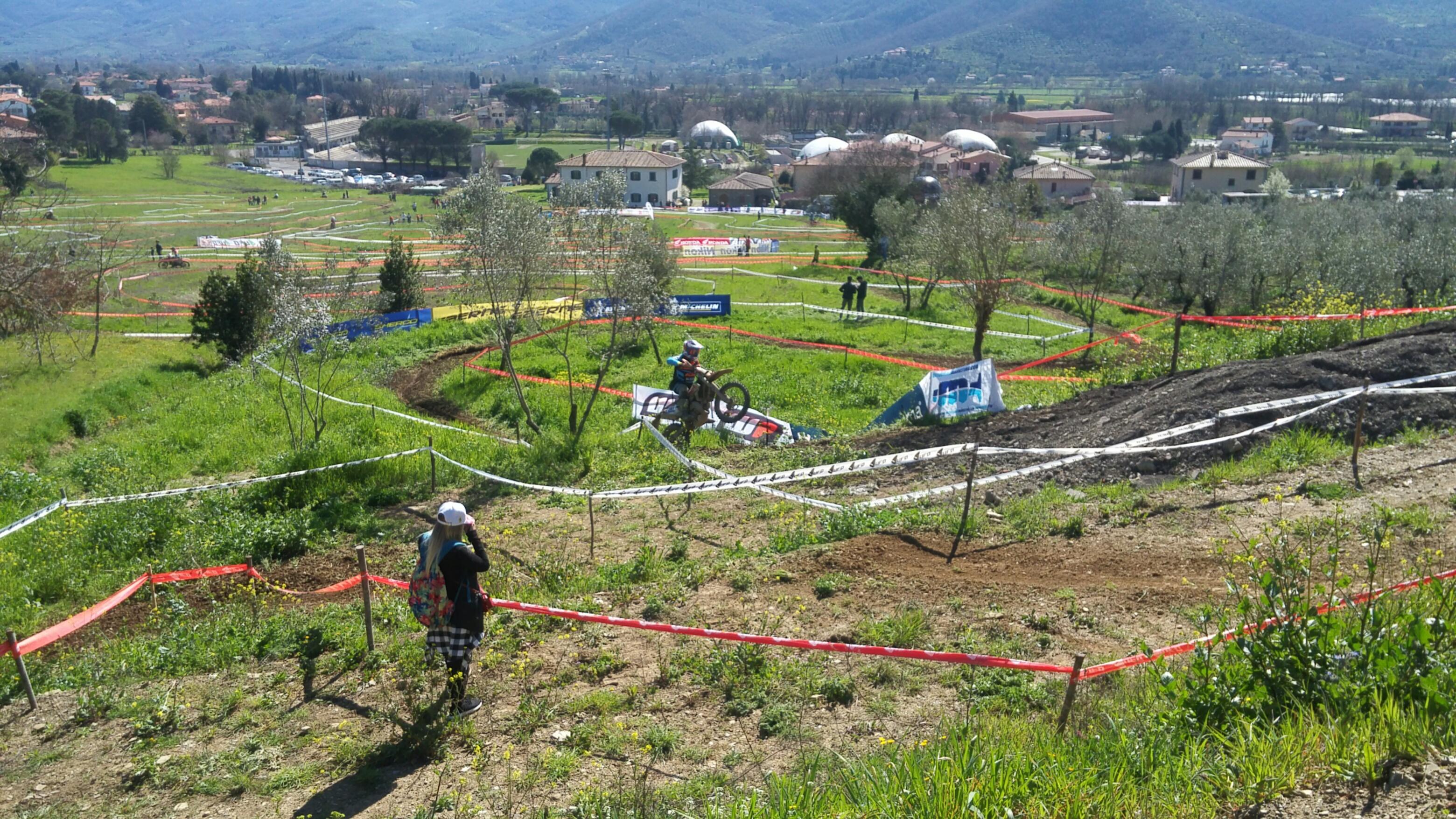 Campionati Italiano Enduro a Castiglion Fiorentino  cronaca della prima  giornata 44902003d731