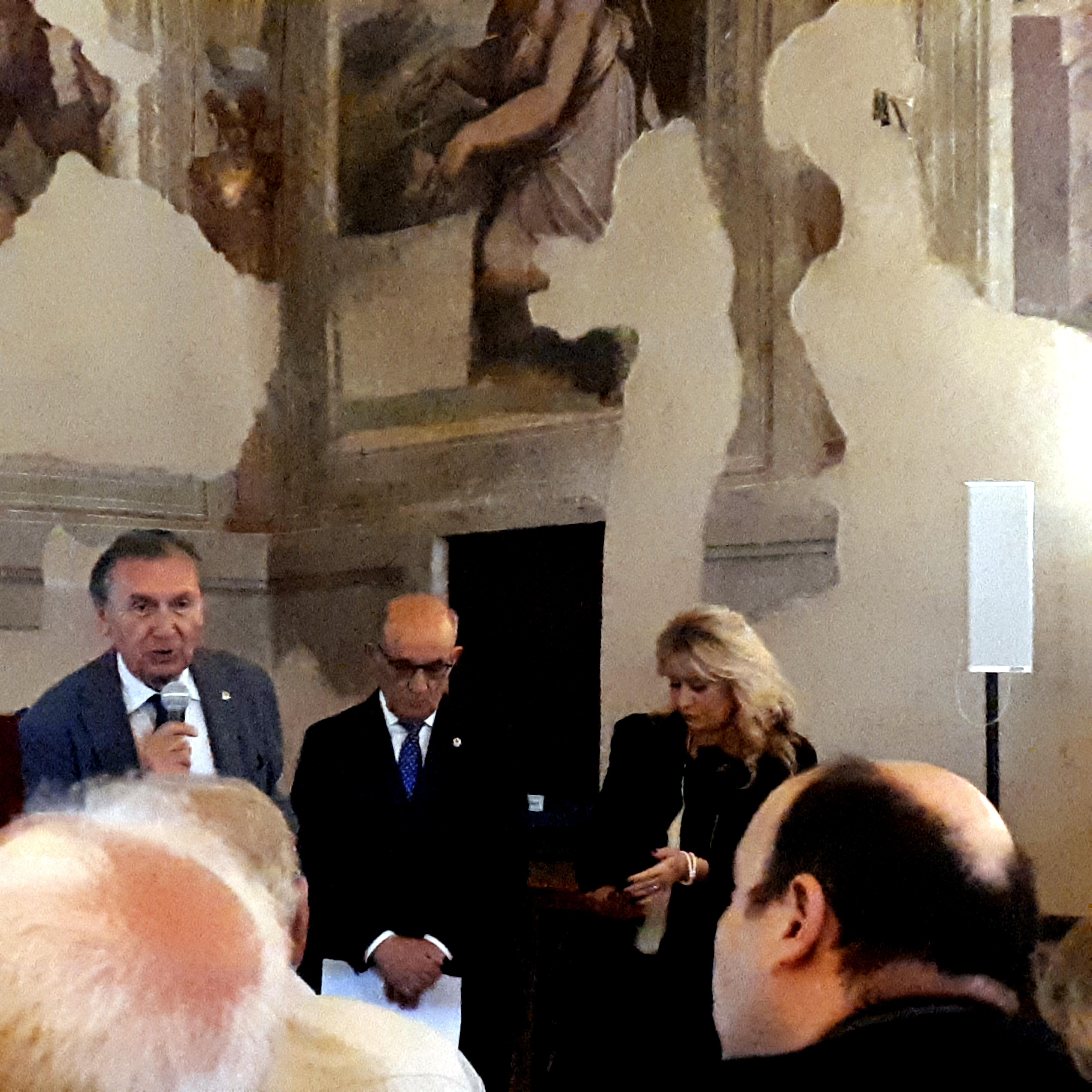 Inaugurato il restauro della vetrata dell'abside del Duomo cortonese