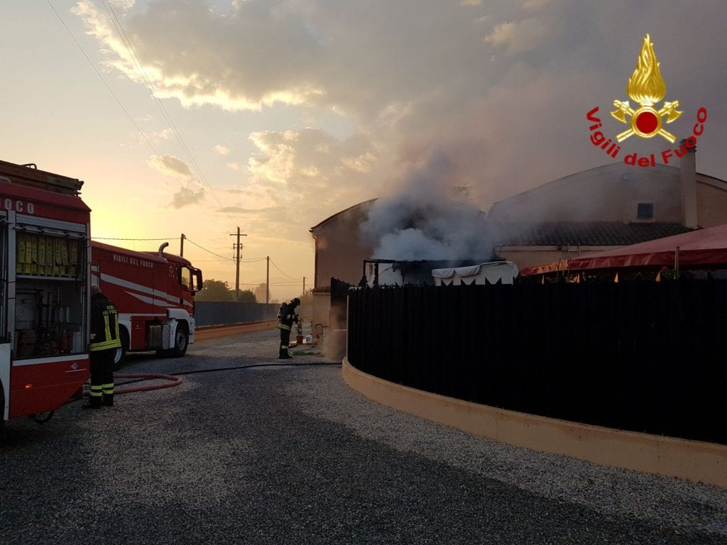Incendio al Night Club di Cesa, danneggiata la cambusa