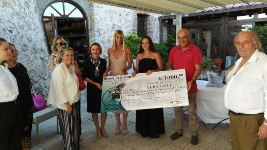 Il premio dell'hotel Torre di Cala Piccola a Yuba Coli