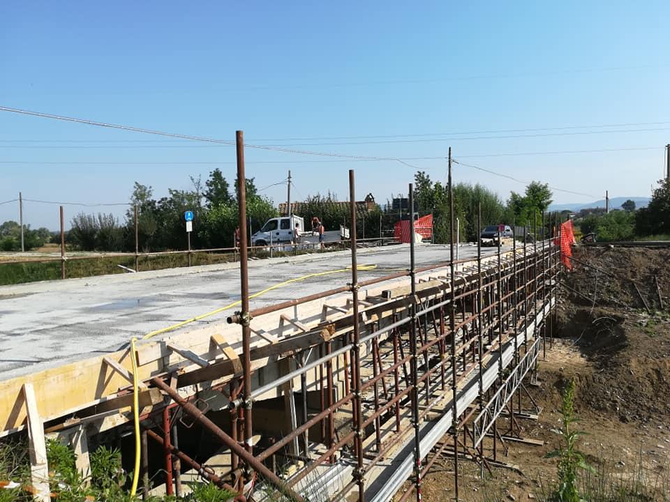 A pieno ritmo i lavori di ristrutturazione del Ponte sul torrente Esse