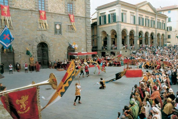 Un torneo di balestrieri in ricordo di Luciano Bistarelli ed Emilio Checconi